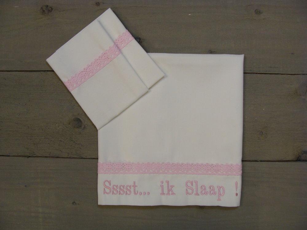 Lakentje Creme met roze kant ledikant